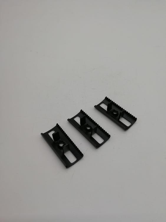 深圳五金冲压件  不锈钢塑木卡扣